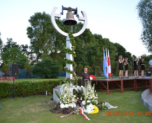 dzwon Ksiądz Jerzy na dzwonnicy w Rumi przy rondzie Jana Pawła II